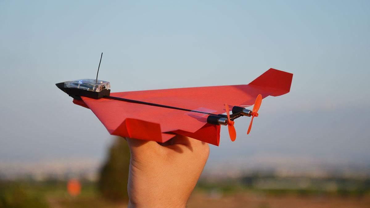 """На Kickstarter представили """"розумний"""" паперовий літачок Powerup 4.0: що він вміє"""