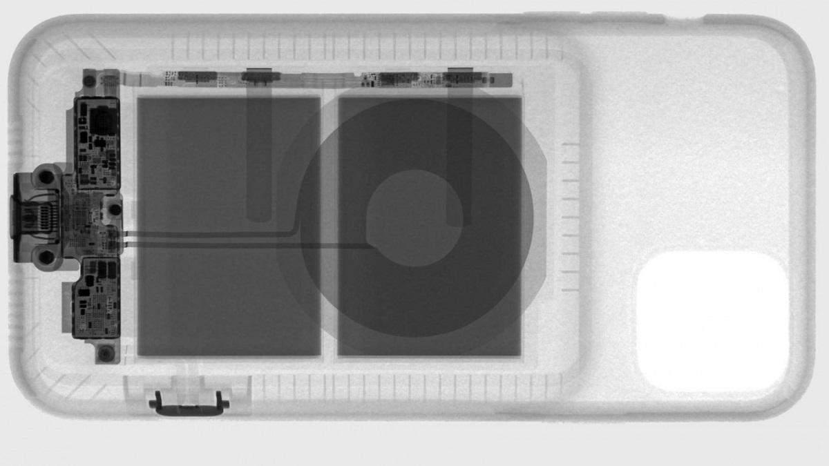 Показали нутрощі Smart Battery Case для iPhone 11