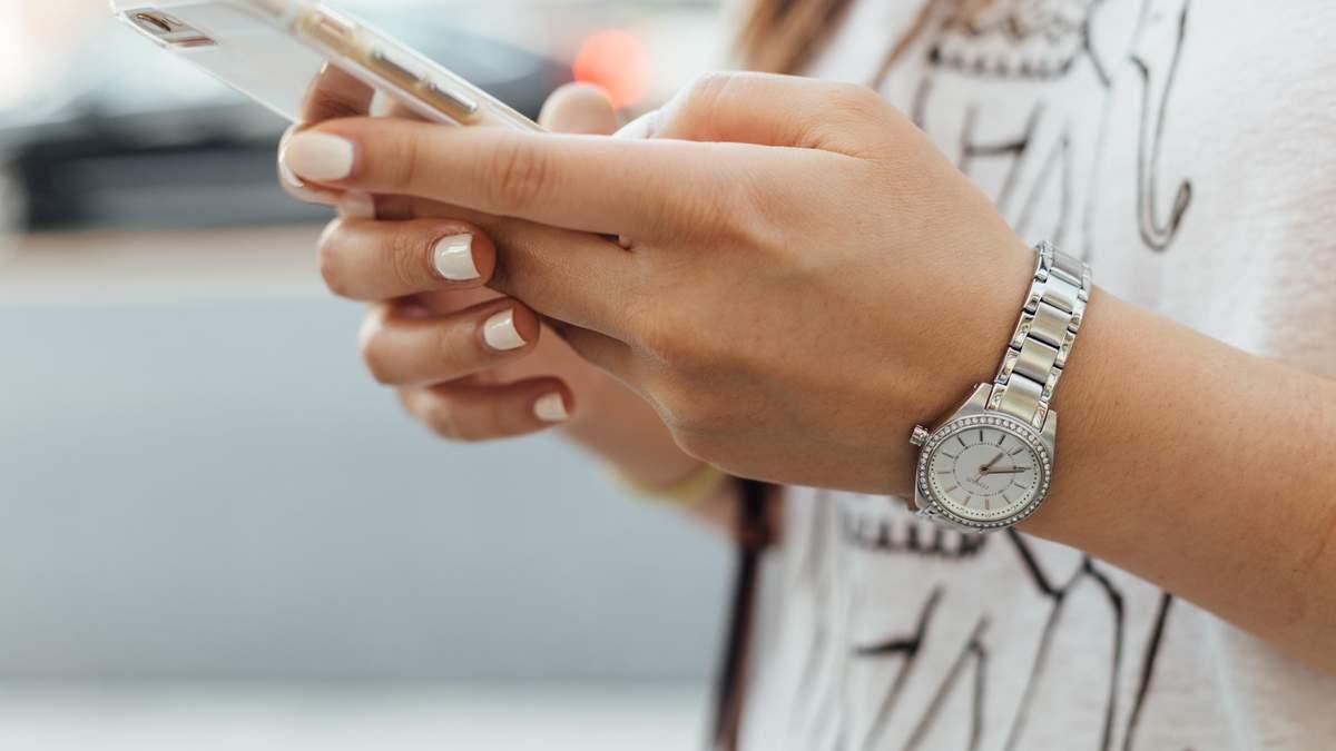 Науковці розробили антибактеріальне покриття для смартфонів