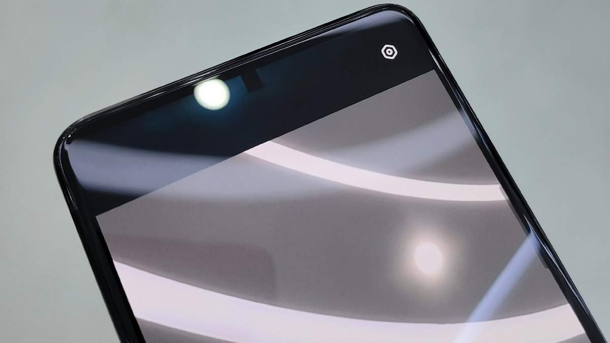 OPPO продемонструвала роботу камери під дисплеєм на робочому смартфоні