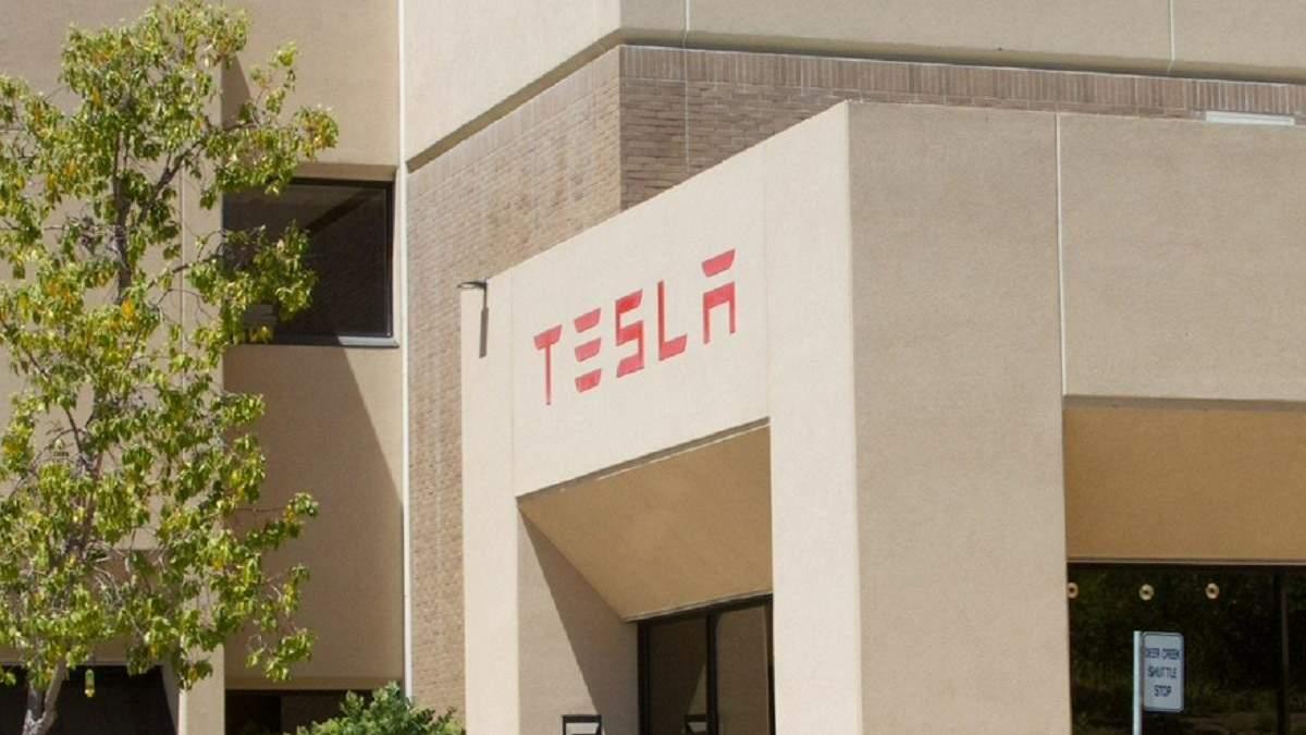 Tesla стала найкращим автовиробником десятиліття
