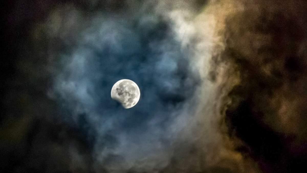 Місячне затемнення 10 січня 2020: час затемнення в Україні