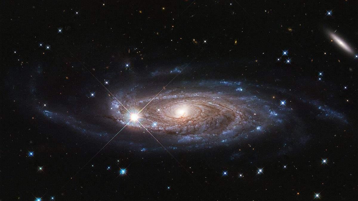 """NASA показала фото сверхгигантской """"голодной"""" галактики"""