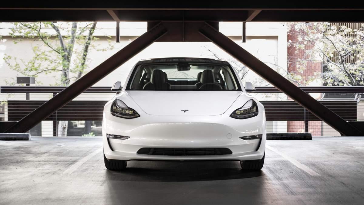 Восстание машин: электрокары Tesla сами давят на педаль газа – детали инцидента