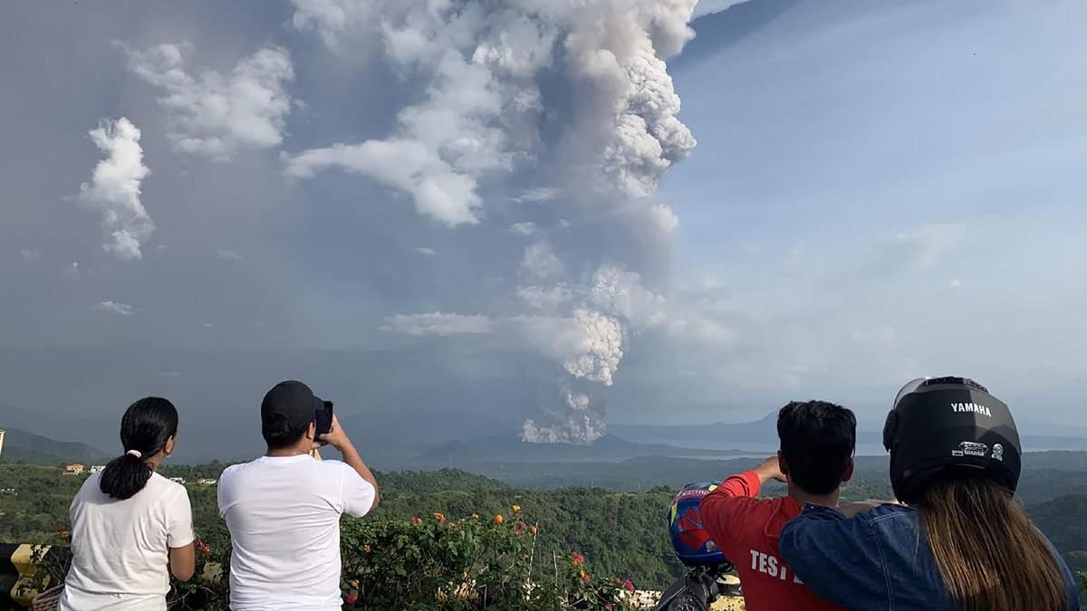 Як виглядає виверження вулкану із космосу: неймовірні знімки NASA