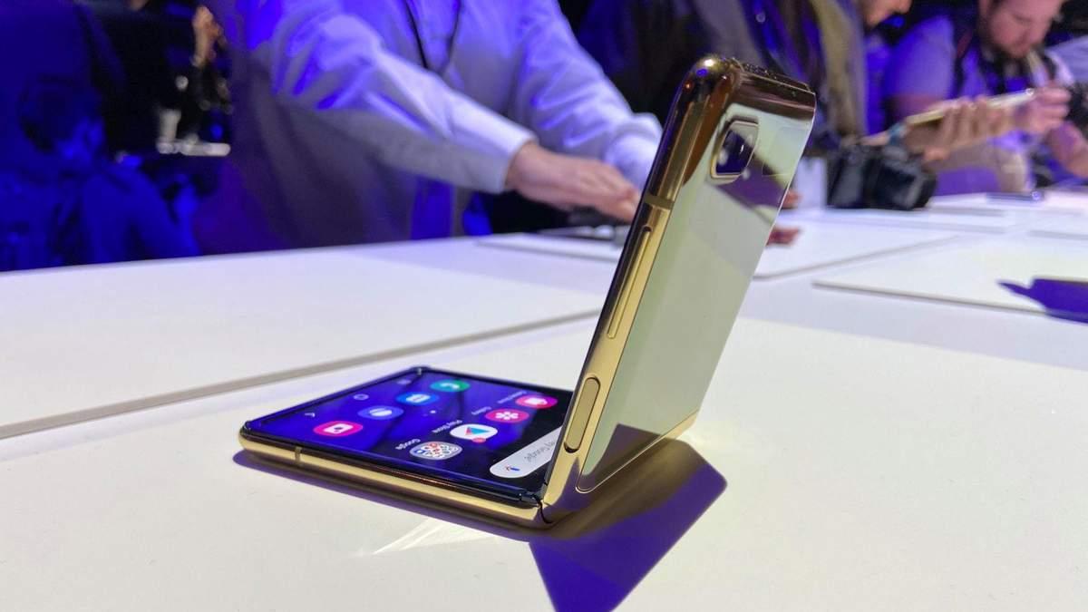 Першу партію гнучкого смартфона Galaxy Z Flip вже розкупили