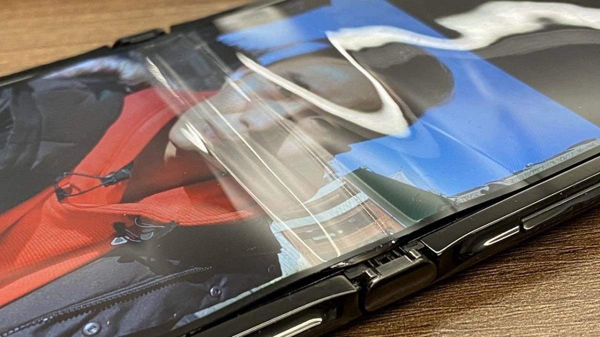 Экраны гибких смартфонов Samsung и Motorola не переживают холод