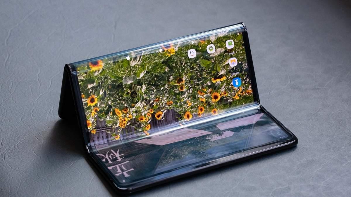 Компанія TCL показала два смартфони з дуже незвичним дизайном: фото та відео