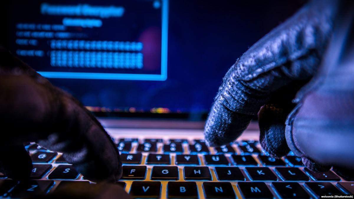 Поліція викрила банду хакерів, які крали гроші з банківських карт