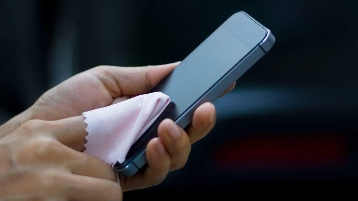 Чим протирати смартфон від мікробів – правила дезінфекції