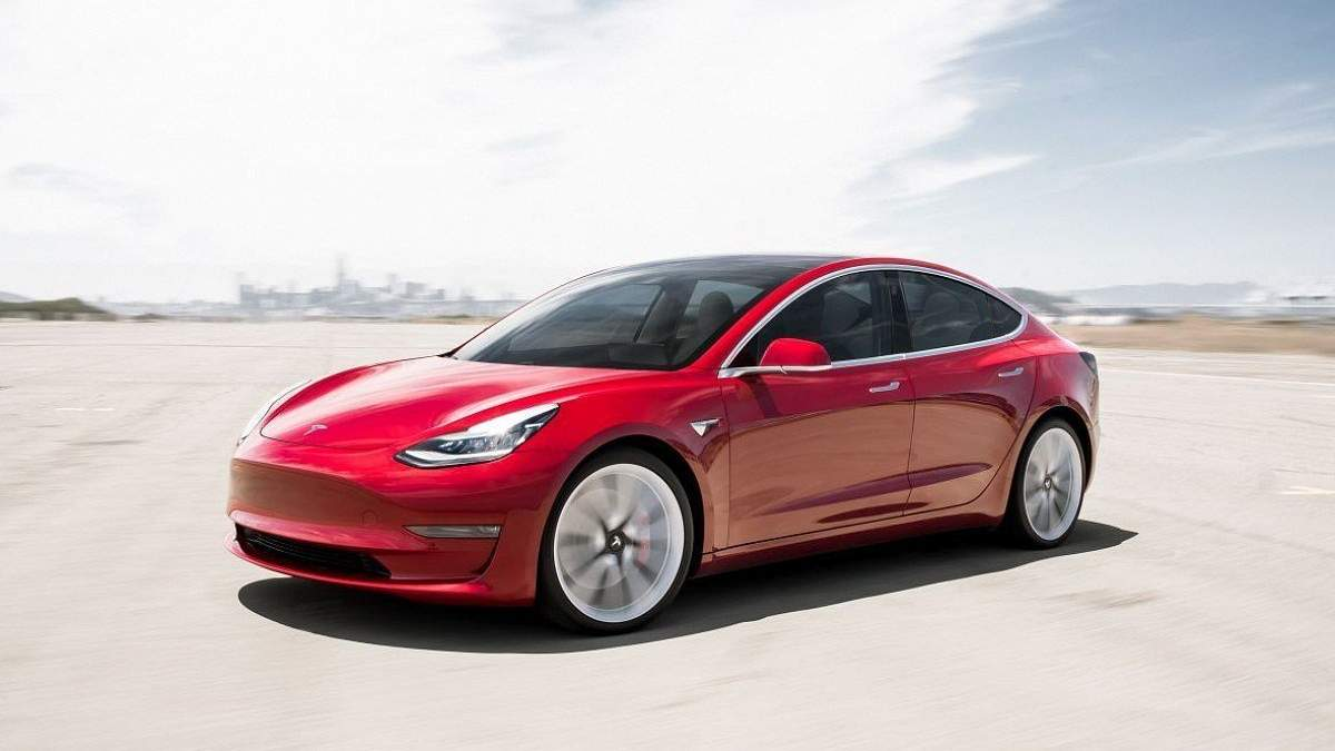 Ігри можна пограти, зокрема, і на Tesla Model 3
