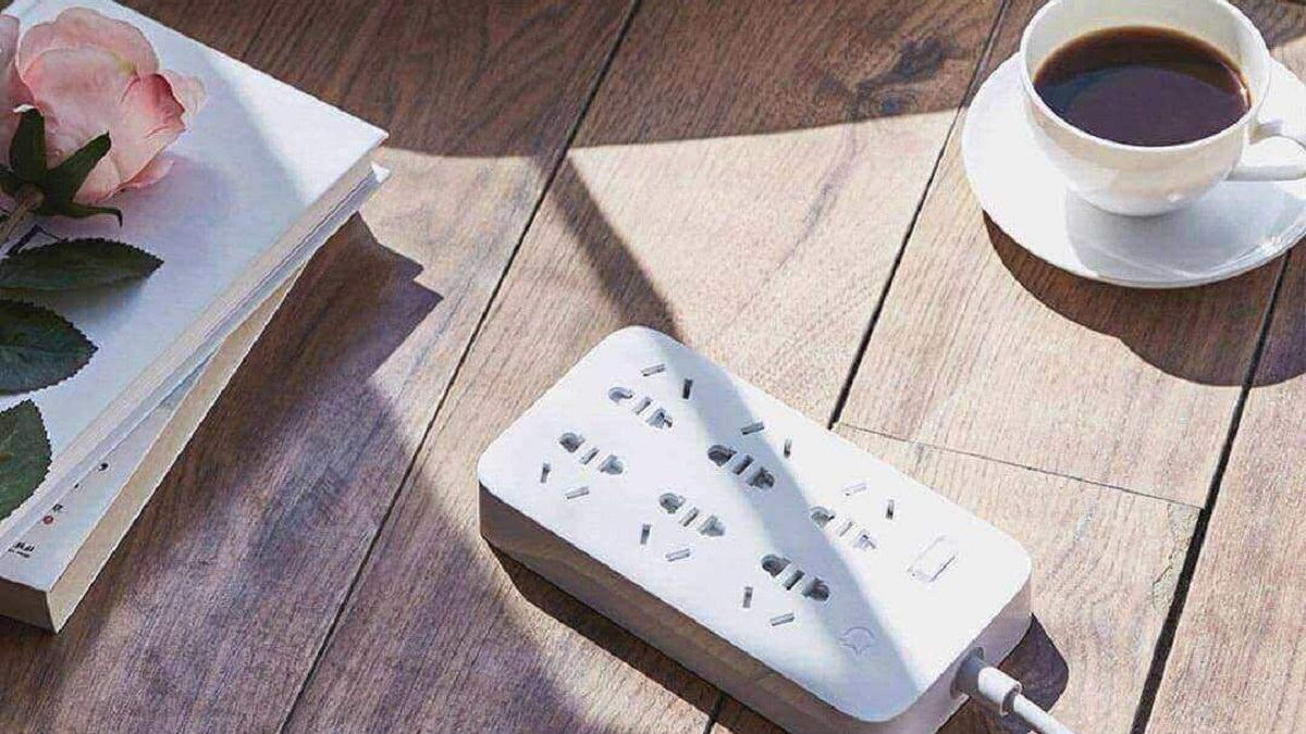 Huawei анонсировала умный удлинитель с функцией быстрой зарядки
