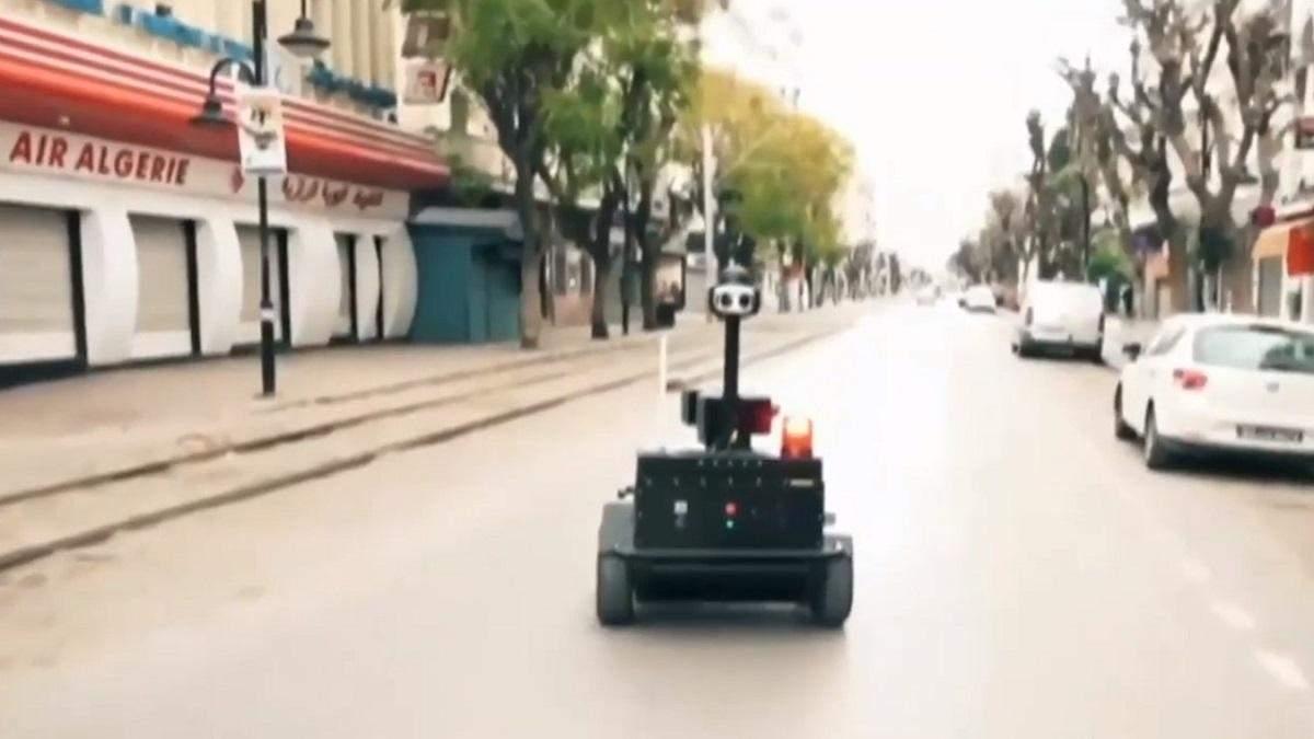 Відео дня: за дотриманням карантину в Тунісі стежать роботи