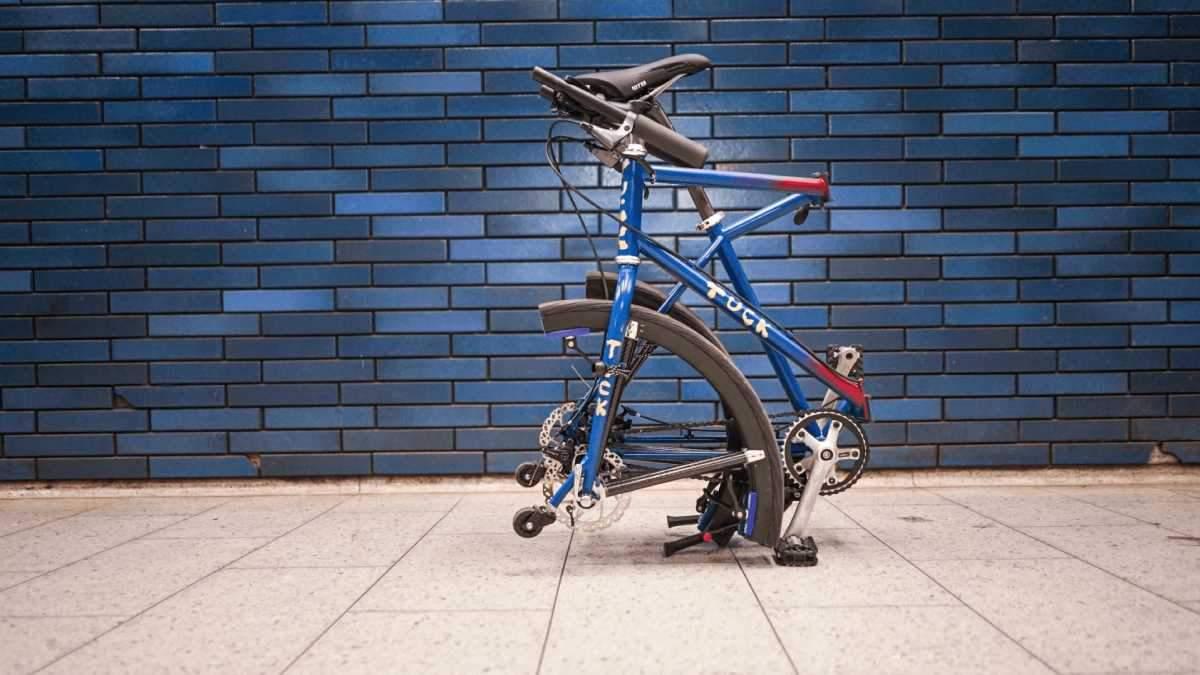 Британец разработал велосипед, который можно сложить до размеров чемодана