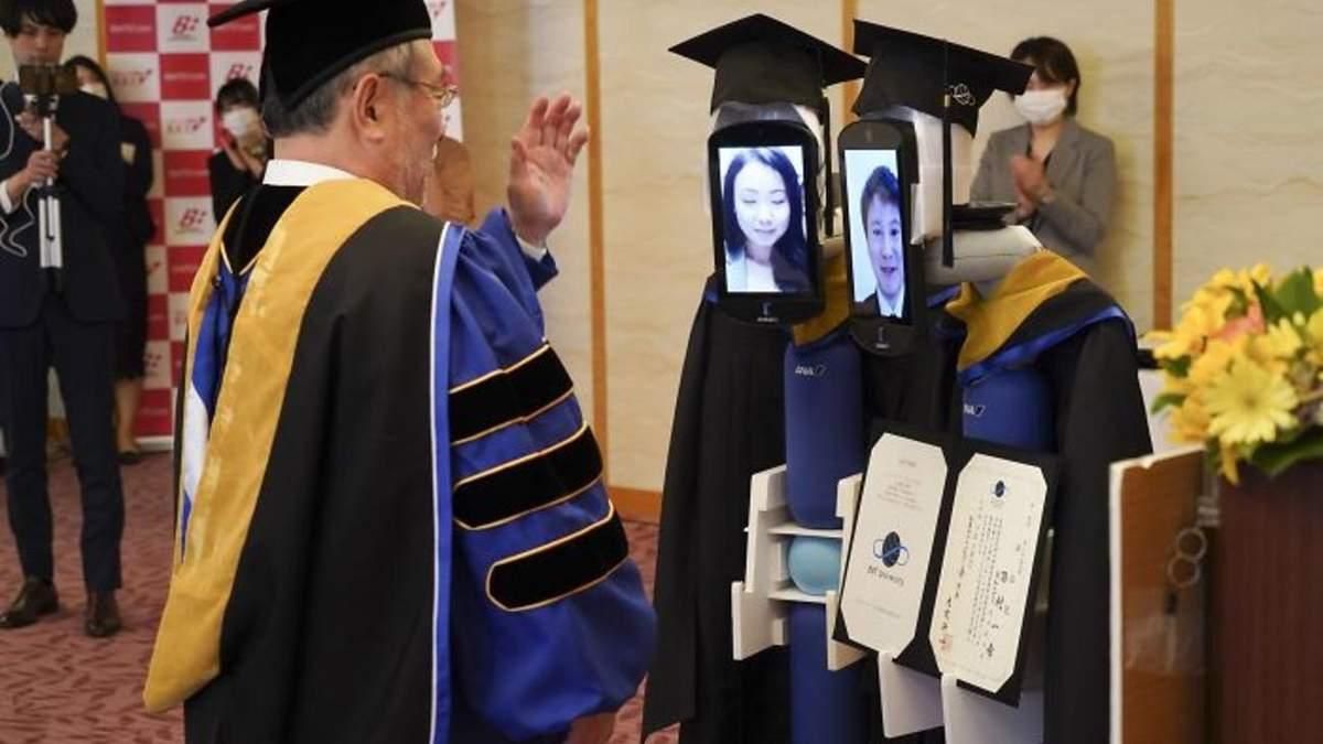 Роботи замість студентів: в Японії через COVID-19 провели незвичний випускний – фото