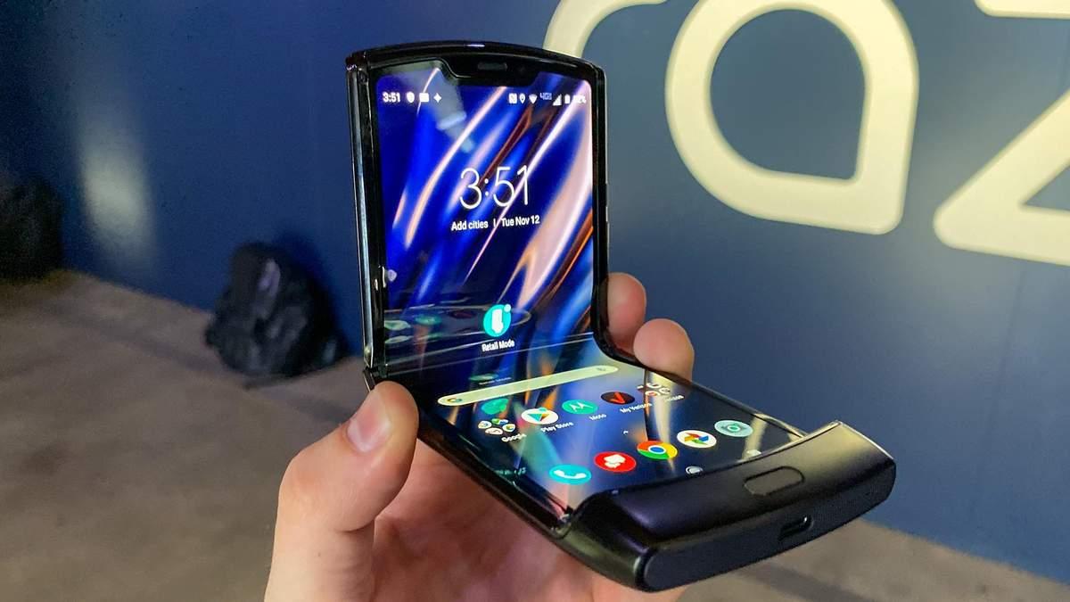 Гнучкий смартфон Motorola Razr можна замовити в Україні: ціна