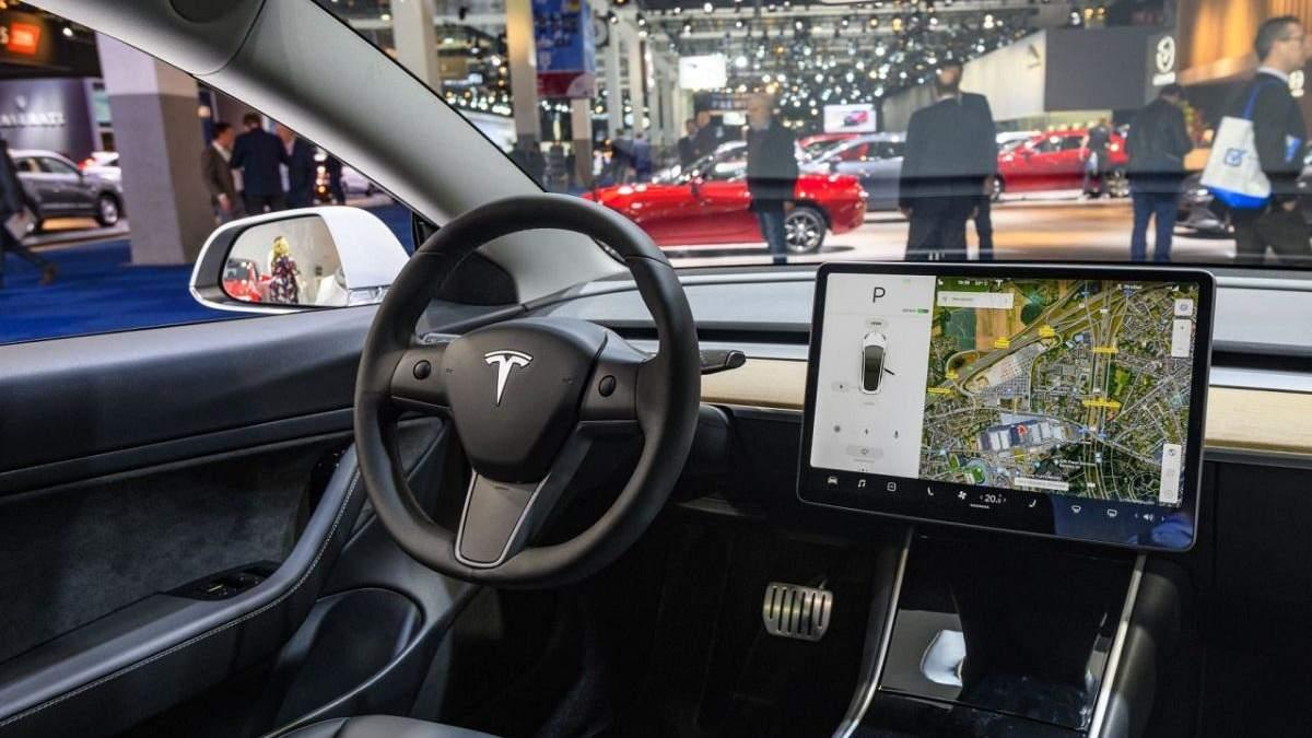 Ілон Маск пояснив, навіщо в салоні Tesla Model 3 встановлена камера
