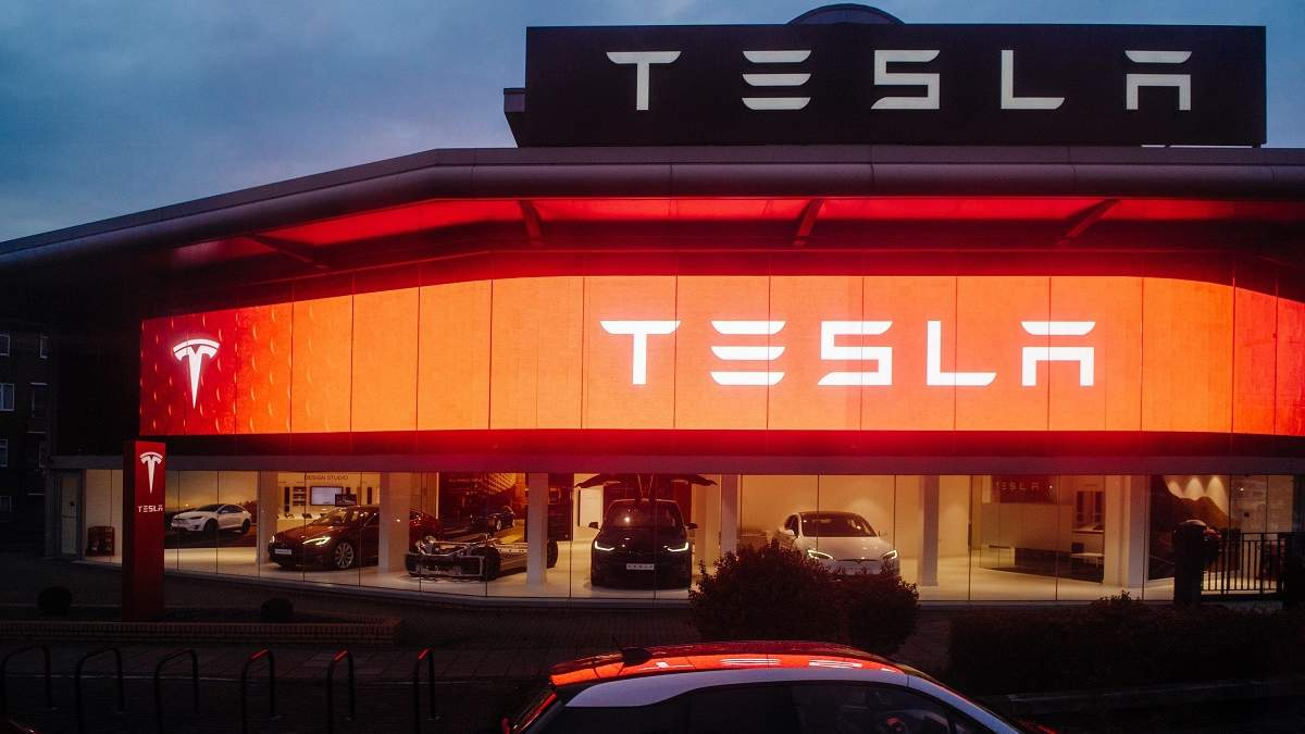"""Tesla проведе """"День батарей"""" у кінці травня: представлять революційні розробки"""