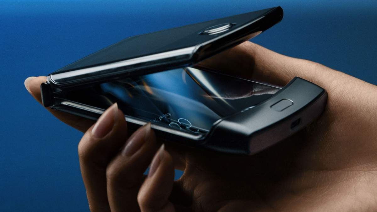 Гнучкий смартфон Motorola Razr