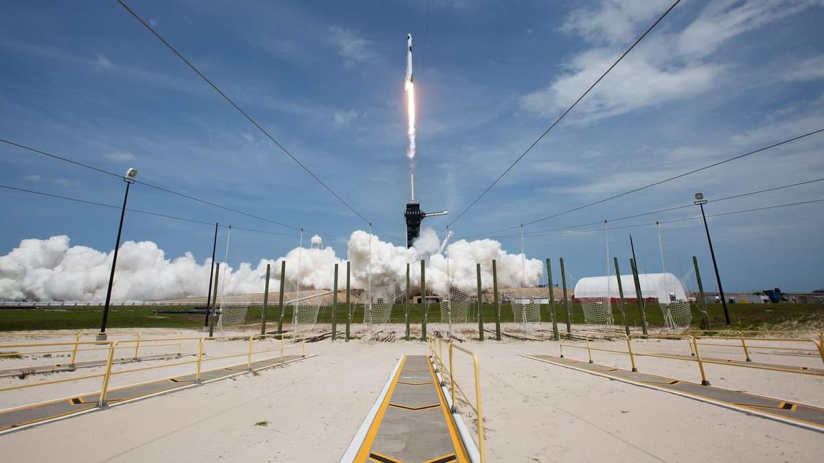 Старт Falcon 9 та Crew Dragon