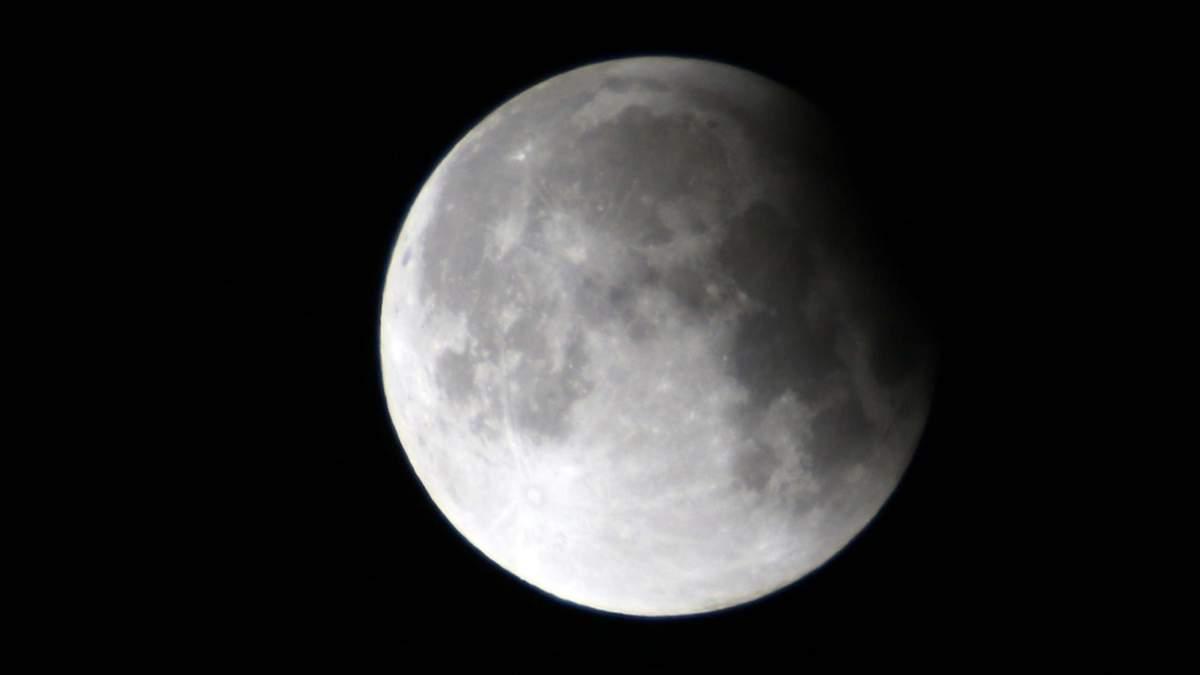 Місячне затемнення у червні побачать і українці: де та коли дивитись