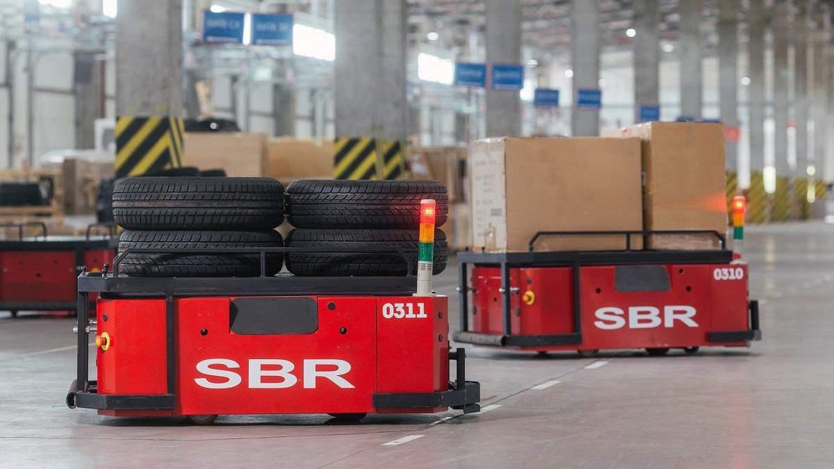 """""""Новая Почта"""" тестирует роботизированные тележки для перевозки грузов – видео"""