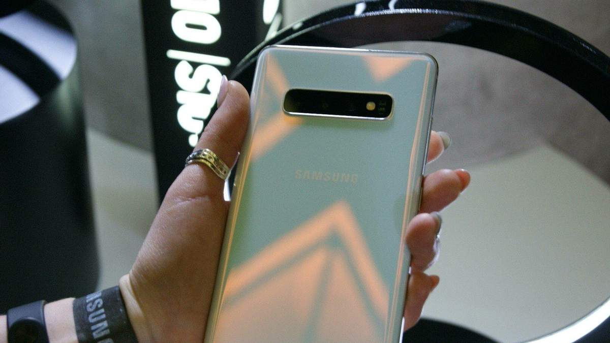 Масова проблема із смартфонами Samsung: дисплеї раптово позеленіли