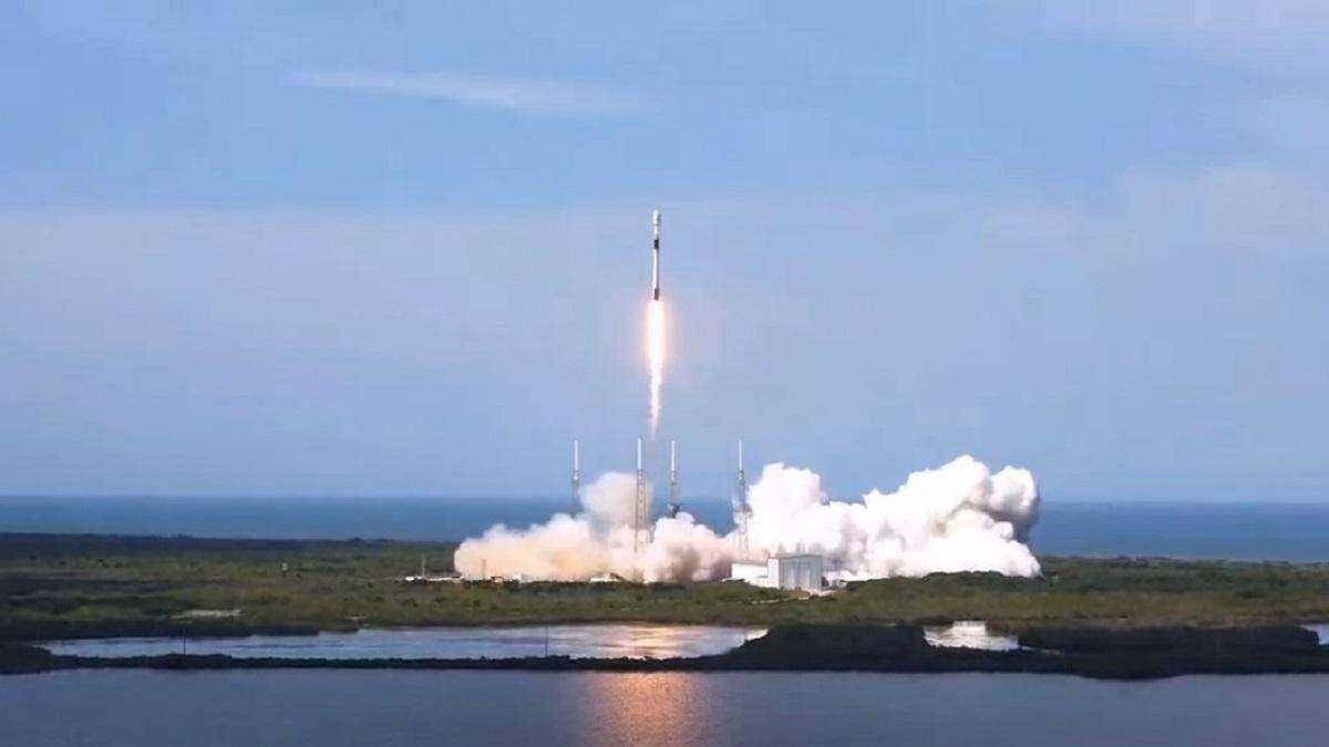 SpaceX успішно запустила ракету Falcon 9 з супутником GPS III: відео