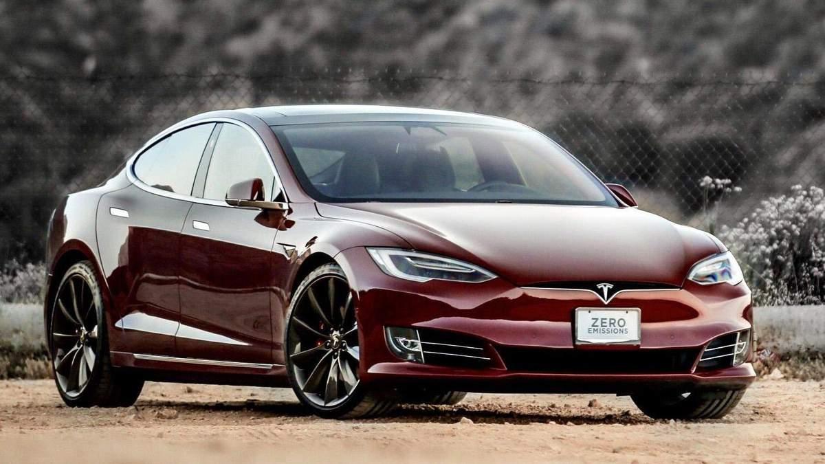 Tesla на автопилоте попала в аварию
