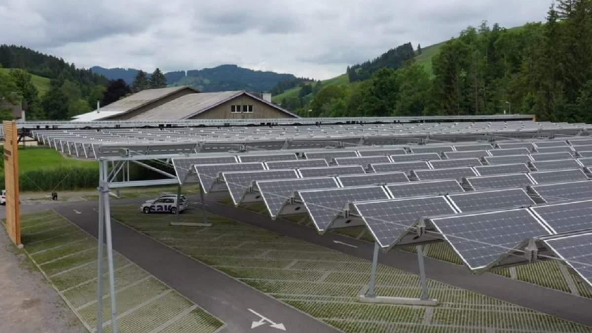 В Швейцарии автопарковку превратили в разумную солнечную ферму