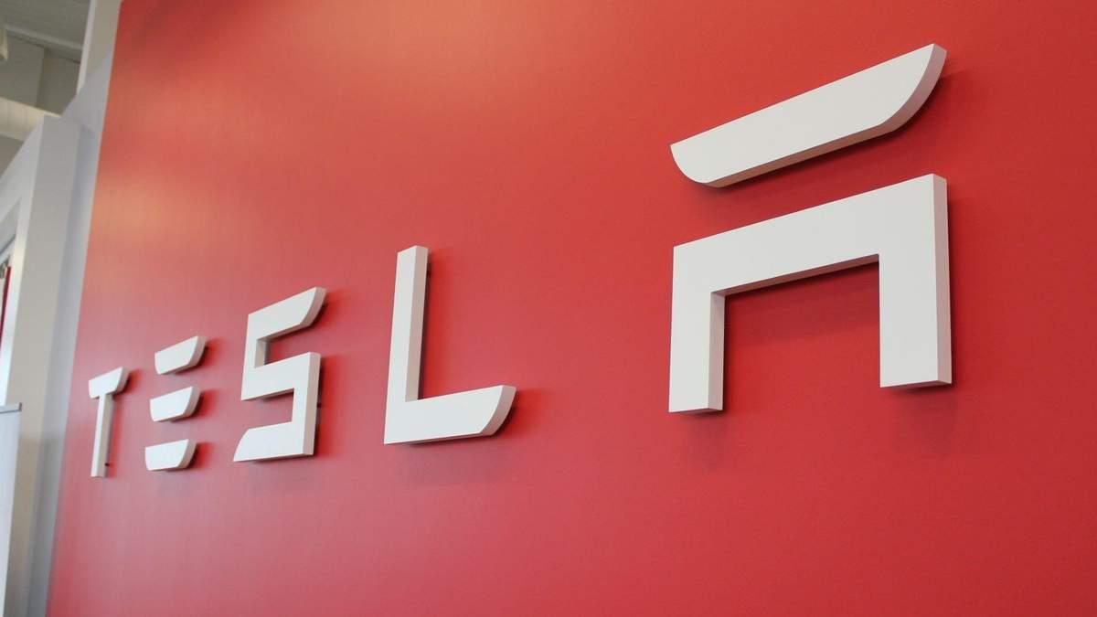 Tesla може виробляти фірмовий смарт-годинник