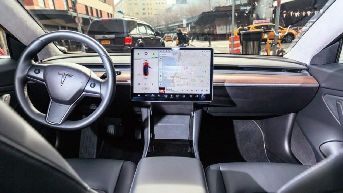 Компанія Ілона Маска боротиметься зі сторонніми прошивками автівок Tesla