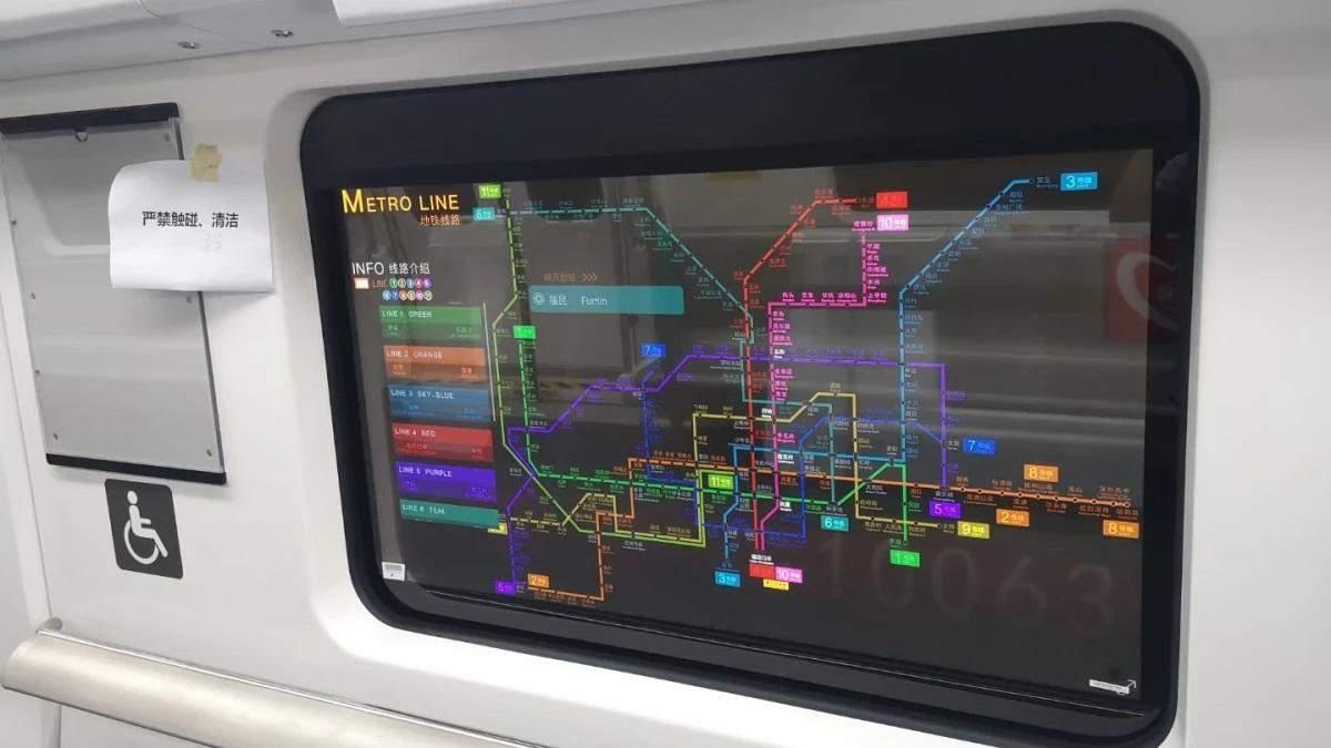 Прозорі дисплеї LG у вагонах метро