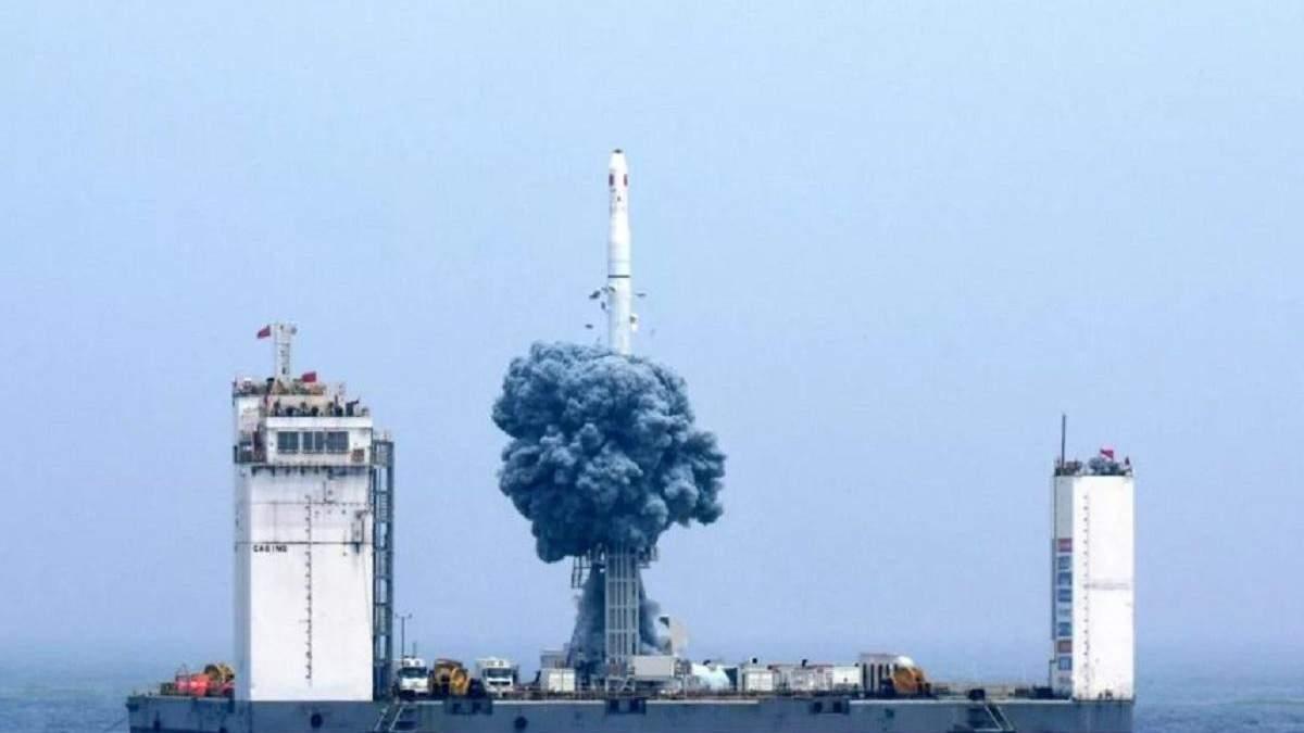 """Запуск ракеты """"Великий поход 11"""" с плавучей платформы"""