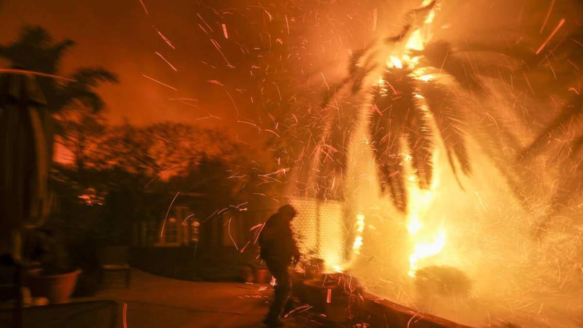 Пожары в Калифорнии: NASA показало масштабный огонь из космоса