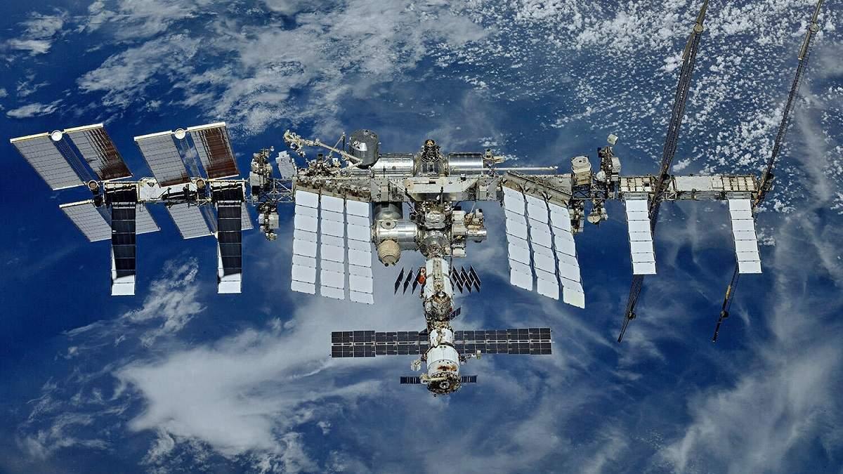 МКС ушла отстолкновения снераспознанным космическим мусором