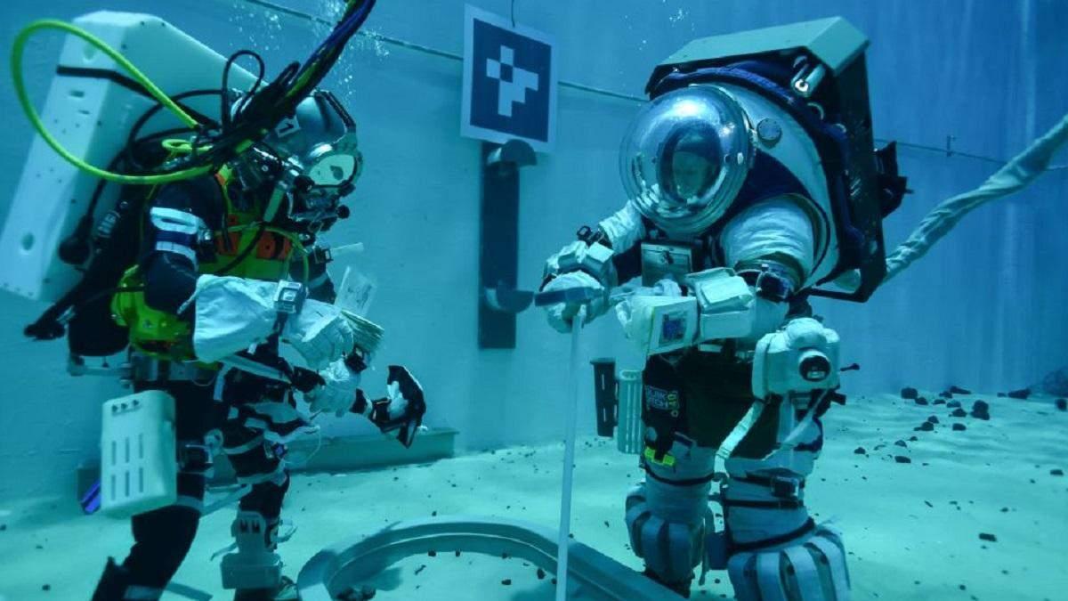 Тренування астронавтів в нових скафандрах NASA