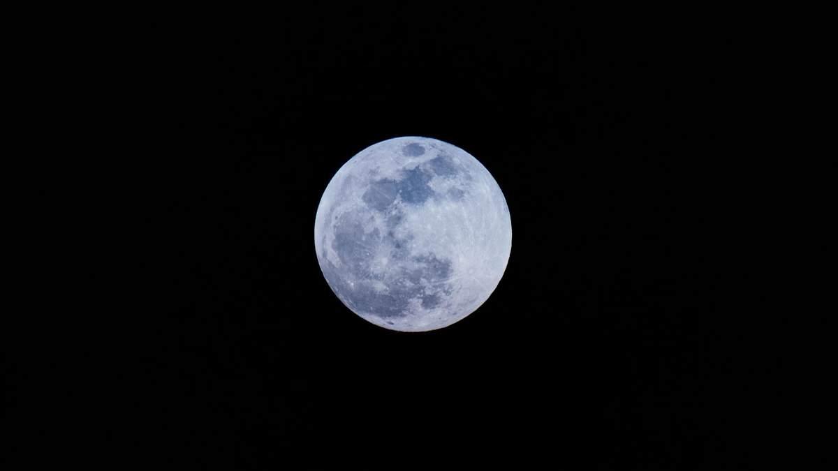 Місяць врятував життя на Землі