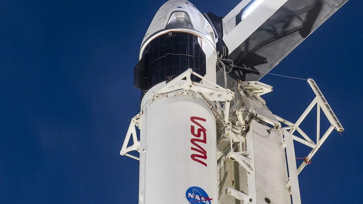 SpaceX готовится запустить Crew Dragon фото корабля