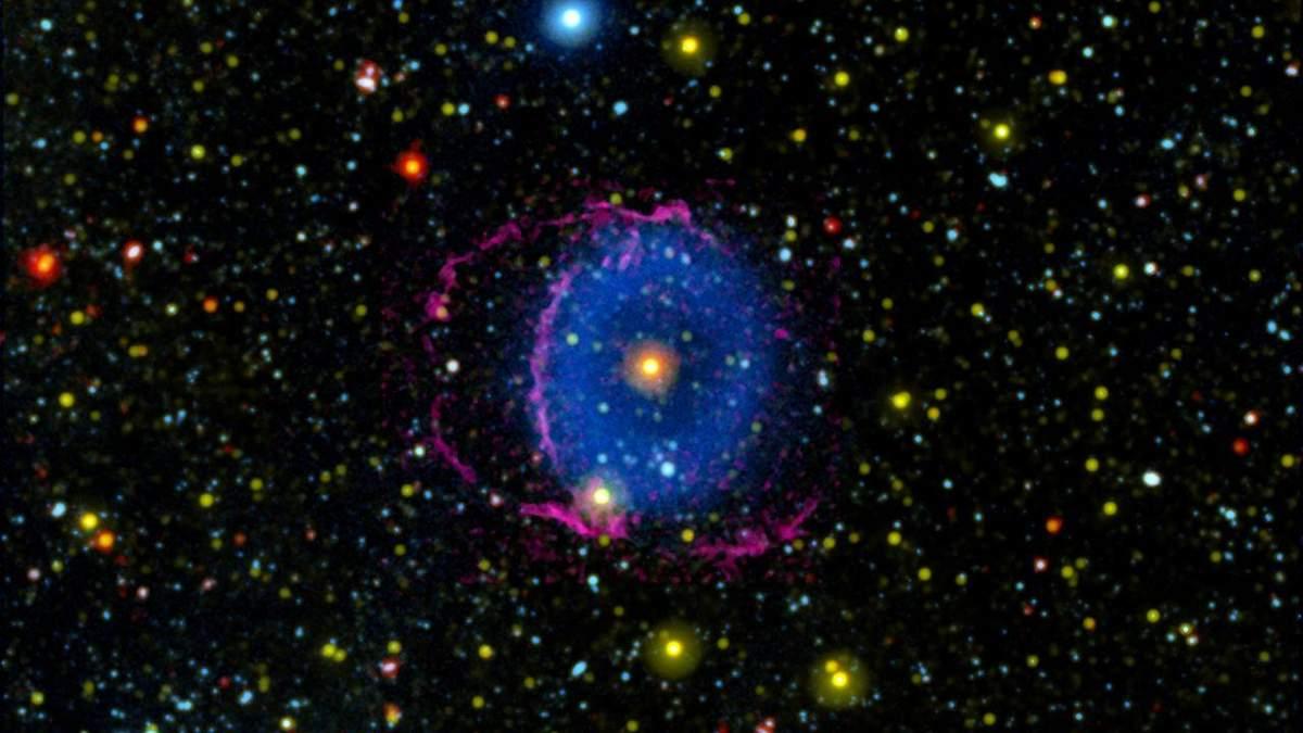 Астрономи пояснили загадку туманності Блакитного кільця