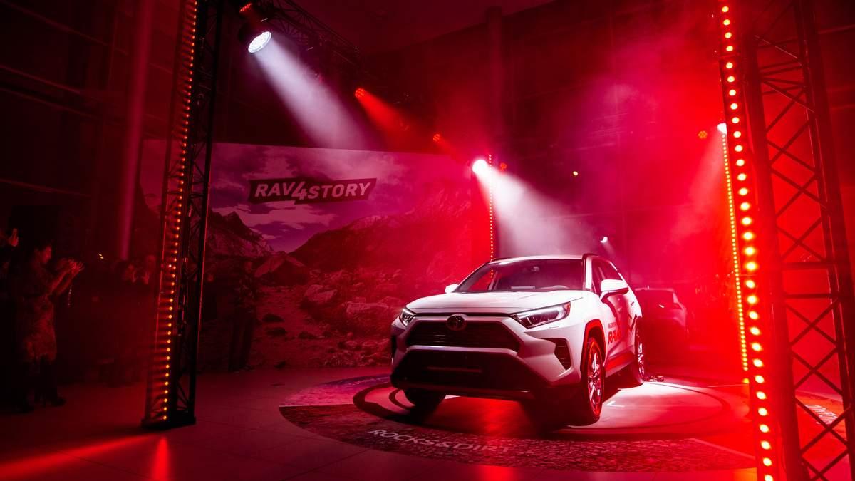 Toyota представит прототип нового электромобиля