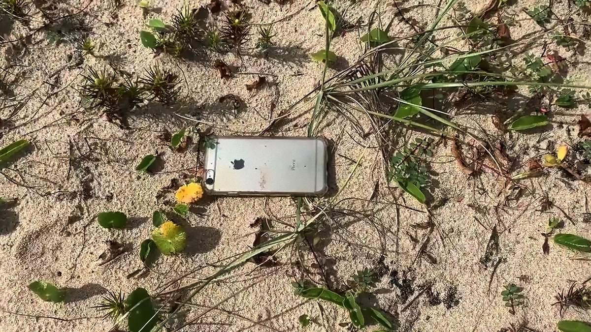 iPhone випав з літака і вцілів, камера записала відео