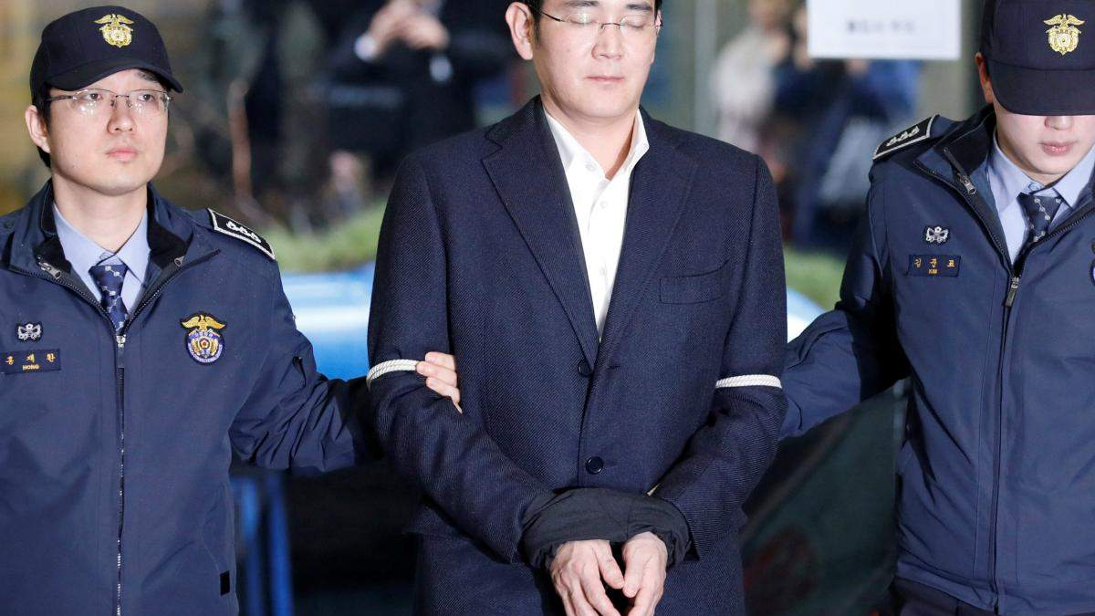 Вице-президент Samsung снова попал за решетку из-за взяточничество