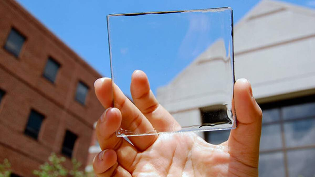 Инженеры разработали прозрачную солнечную панель для смартфонов: как она работает