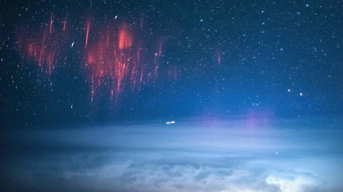 Над гавайским небом зафиксировали на фото две редкие молнии