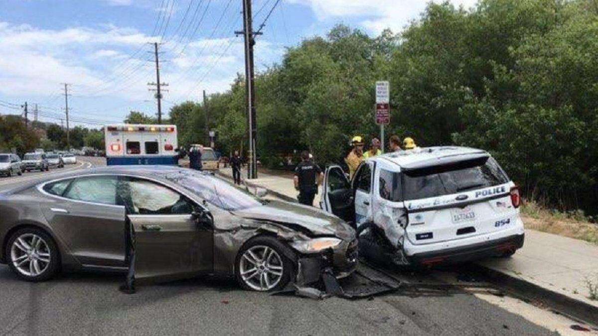 Американские регуляторы ставят под сомнение надежность автопилота Tesla