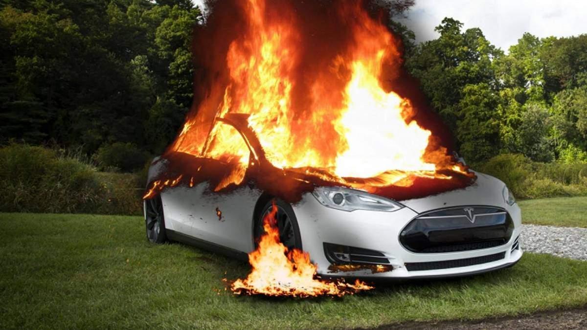 Tesla сгорела вместе с водителем - китайские СМИ опубликовали фото