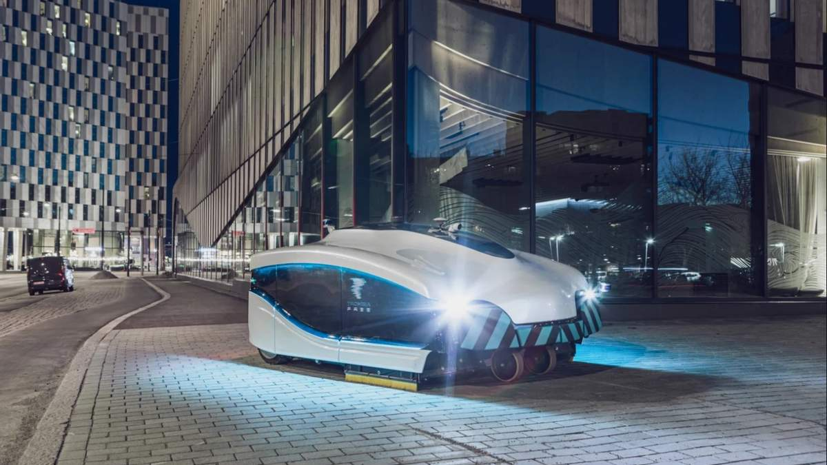 Послуги комунальників тепер не потрібні: у Гельсінкі на вулицях з'явився робот-пилосос