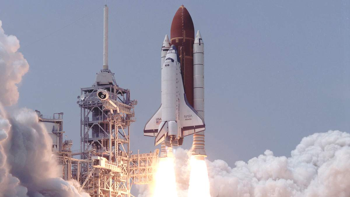 """Запуск шаттла """"Атлантис"""" 32 года назад: подборка фотографий"""