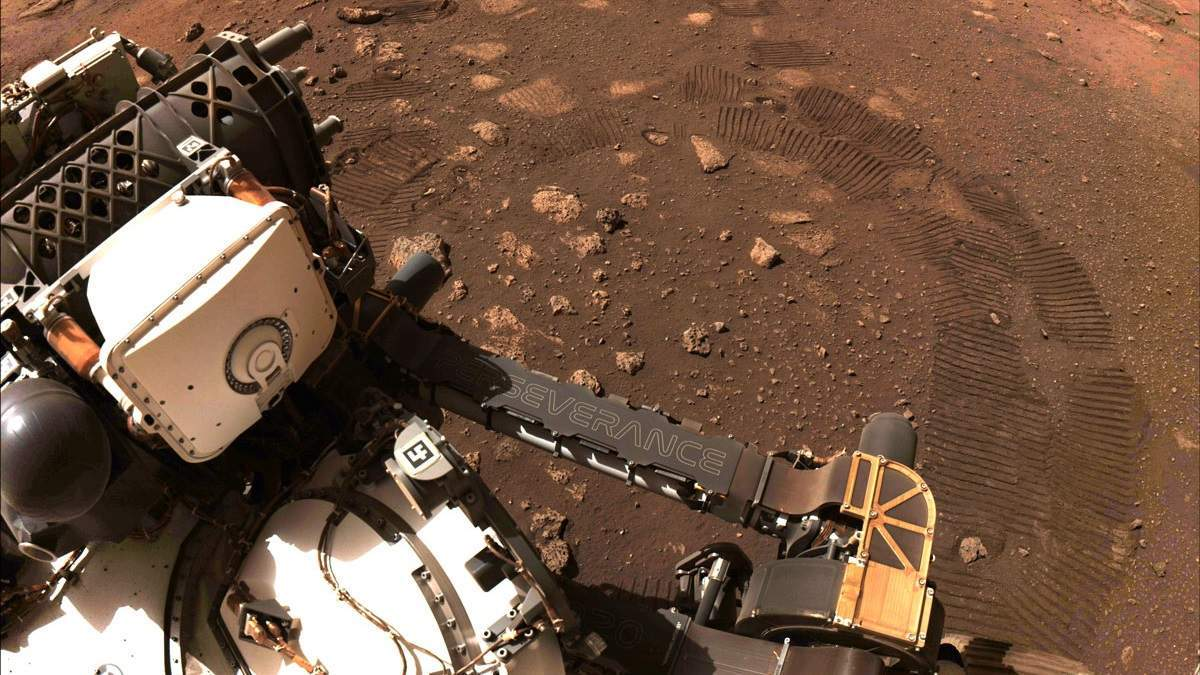 """Марсіанський """"брахіозавр"""" та невідомий сріблястий об'єкт: нові фото Perseverance"""